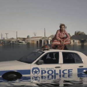 "Beyoncé's Performance Of Identification As A Diamond: Reclaiming Bodies And Voices In ""Formation"""