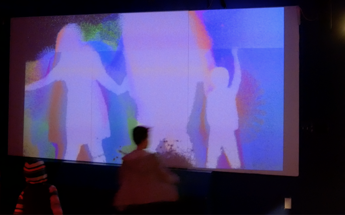 A screen that shows the outlines of three bodies in blue, purple, red, and green.